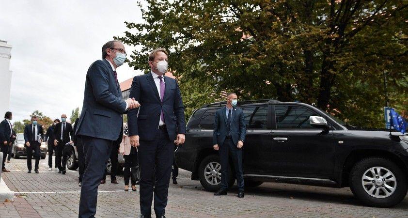 AB Komiseri Varhelyi'den Kosova itirafı
