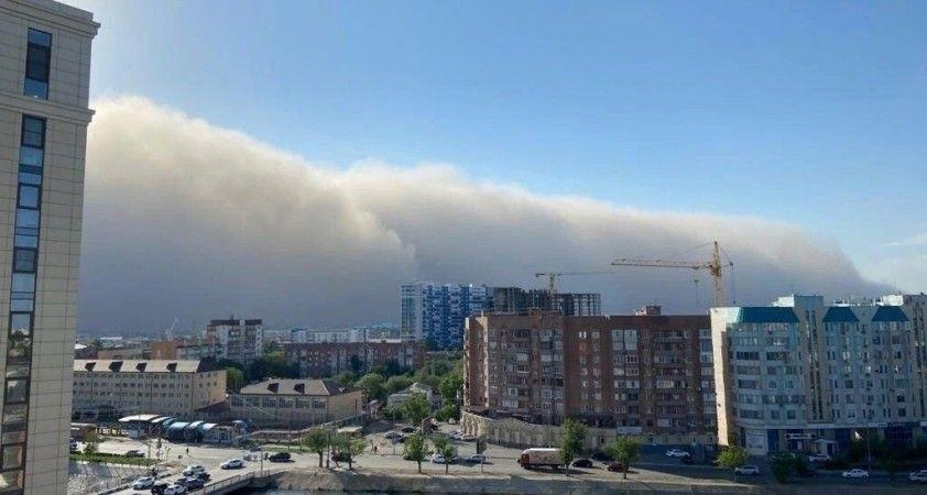 Rusya'nın Hazar Denizi kıyılarını kum fırtınası vurdu