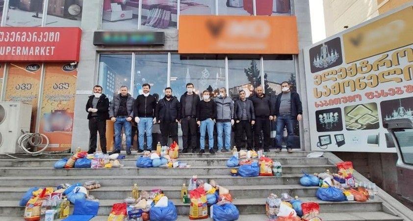 Gürcistan'da hayırseverlerden ailelere gıda yardımı