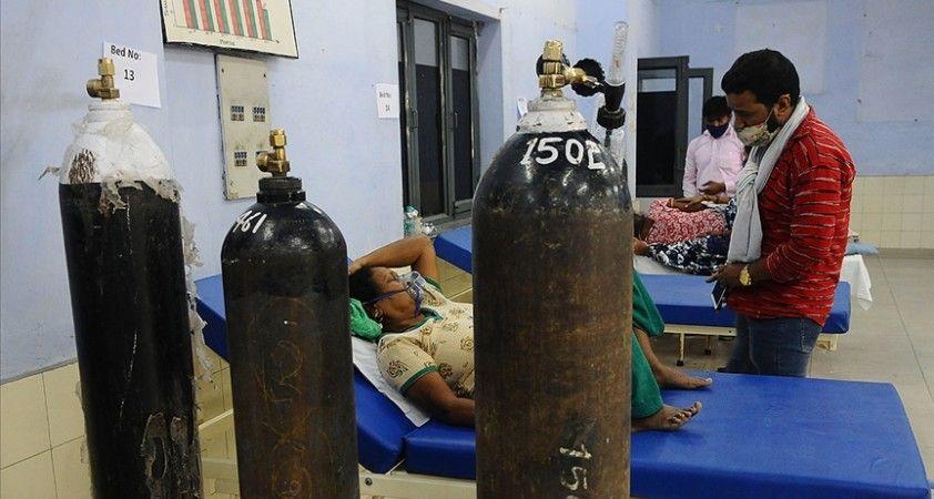 Hindistan'da Kovid-19 nedeniyle son 24 saatte 4 bin 194 kişi hayatını kaybetti