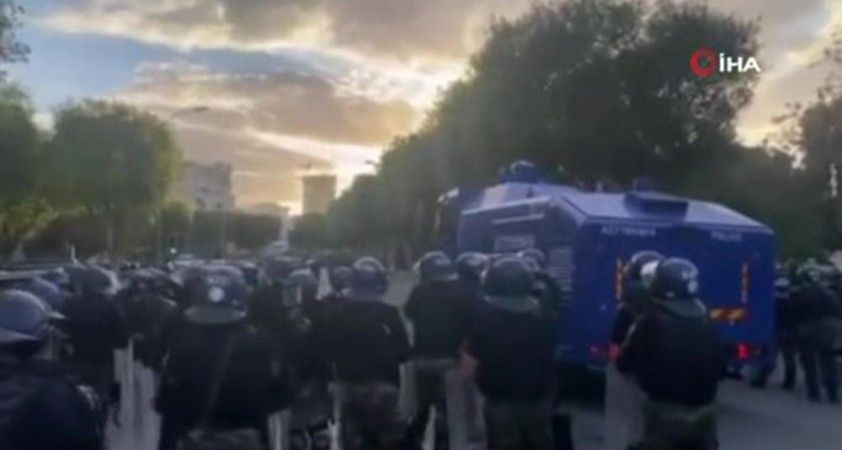 Altın Pasaport protestocularına tazyikli su ve gazla müdahale