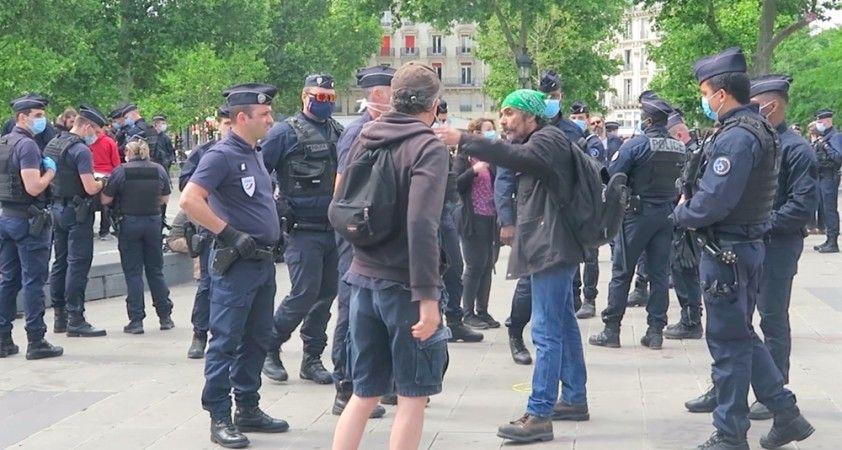 Fransa'da 'Sarı Yelekliler' yeniden eylem için sokağa indi