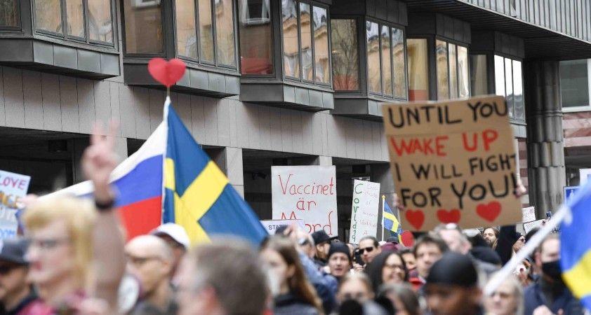 İsveç'te 1 Mayıs yürüyüşü Covid-19 protestosuna dönüştü