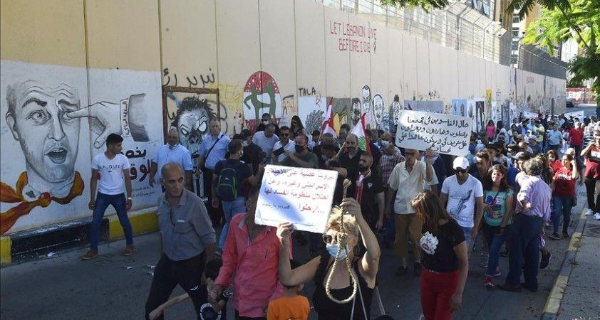 Lübnan'da 'yönetimin düşürülmesi' talebiyle gösteri düzenleyen grup halkı sokağa çağırdı