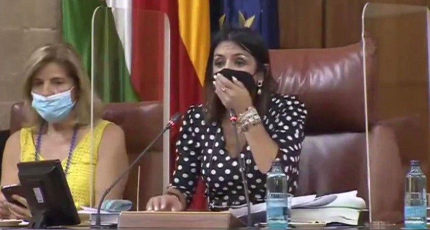 Parlamento'ya fare girdi, toplantı yarıda kesildi