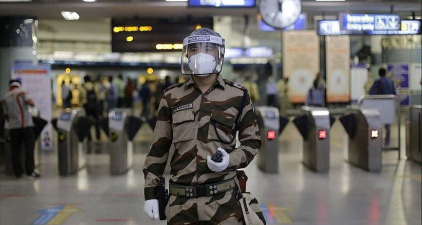 Hindistan'da Kovid-19 vakalarında günlük artış rekor düzeye ulaştı