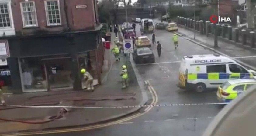 """İngiltere'de polise """"molotof kokteyli"""" saldırı"""