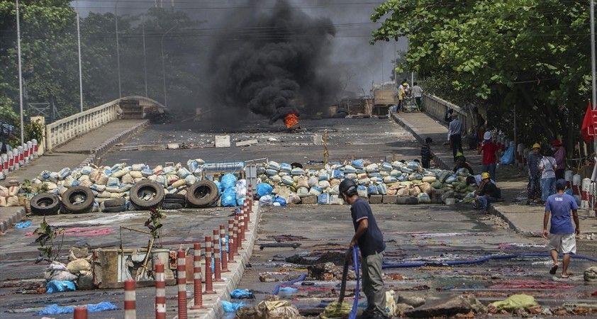Myanmar'da son 24 saatte düzenlenen protestolarda 23 kişi yaşamını yitirdi