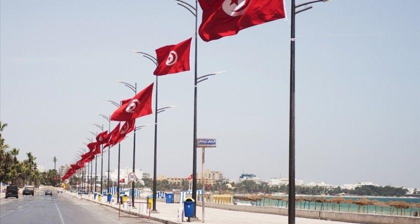 Kovid-19 salgınında zor günler geçiren Tunus'a yardım köprüsü
