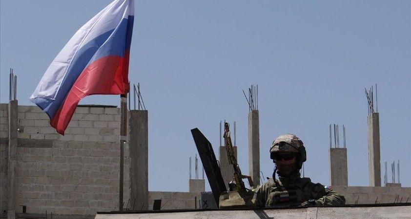 Rus askerleri, Dera'da ara buluculuk ettikleri anlaşmayla Esed rejiminin kuşattığı mahalleye girdi