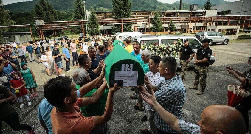 Srebrenitsa kurbanlarının cenazelerini taşıyan konvoy Potoçari'ye ulaştı