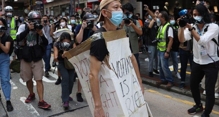 Hong Kong'da sokaklar yine karıştı: En az 90 gözaltı