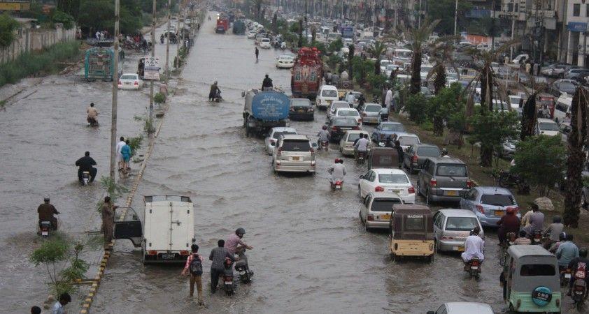 Pakistan'da şiddetli yağışlar felakete sebep oldu: 5 ölü, 30 yaralı
