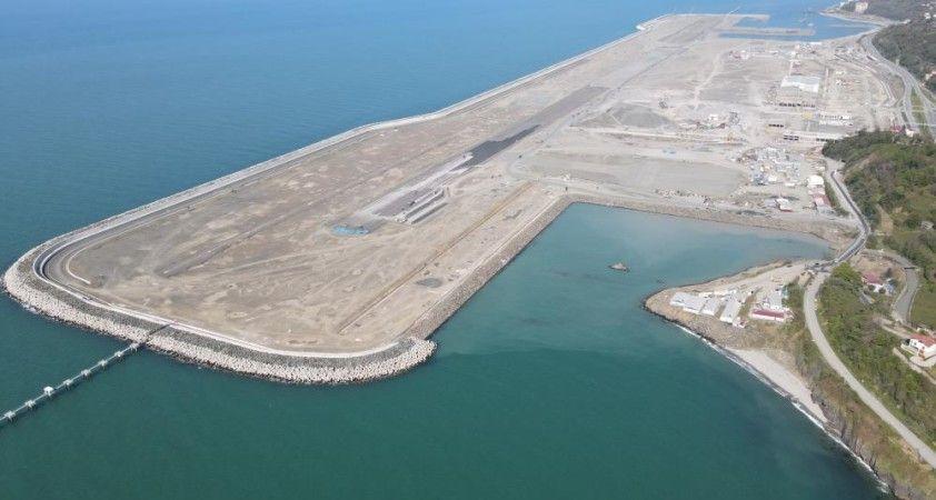Rize-Artvin Havalimanında 100 milyon ton dolgunun 97 milyon tonu tamamlandı