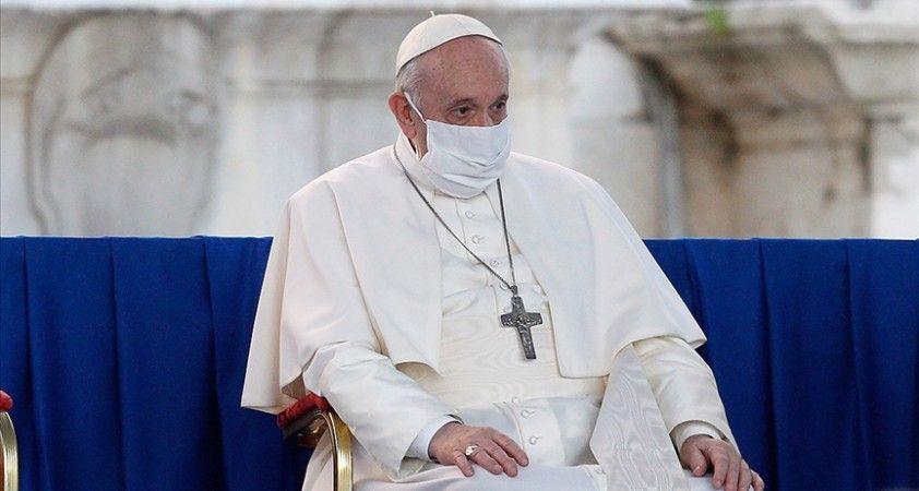 Katoliklerin ruhani lideri Papa Franciscus'a Kovid-19 aşısı yapıldı