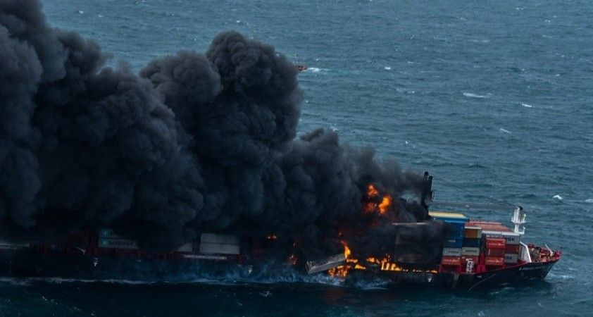 Sri Lanka açıklarındaki konteyner gemisi 5 gündür alev alev yanıyor