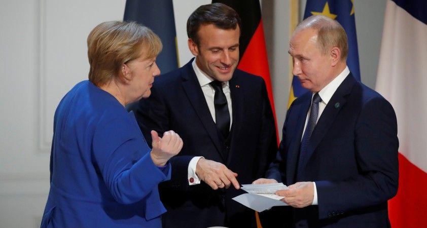 Putin, Merkel ve Macron ile Ukrayna konusunu görüştü