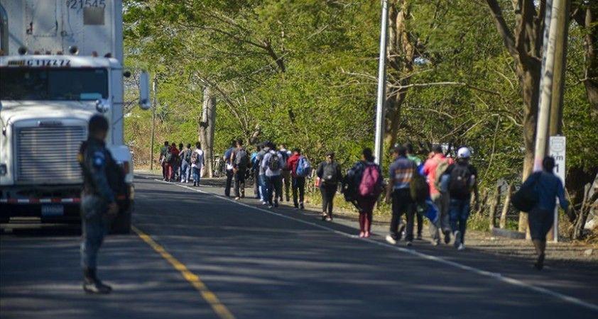Honduras'tan ABD'ye gitmek isteyen yeni göçmen konvoyu yola çıktı