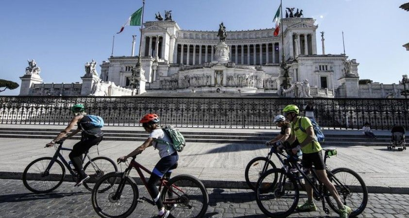 İtalya'da son 24 saatte 19 bin 611 yeni vaka