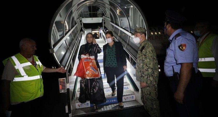 İlk Afgan mülteci kafilesi Arnavutluk'a ulaştı