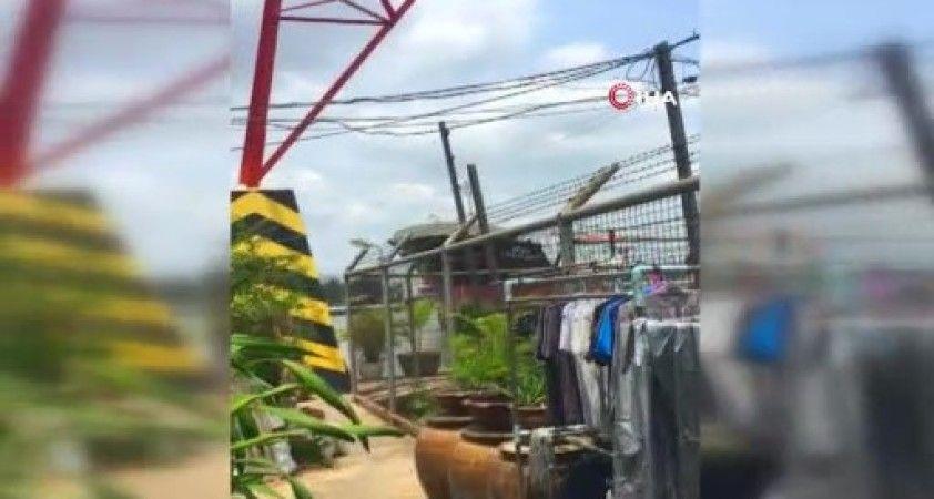 Tayland'da kontrolden çıkan petrol tankeri nehir kıyısına çarptı
