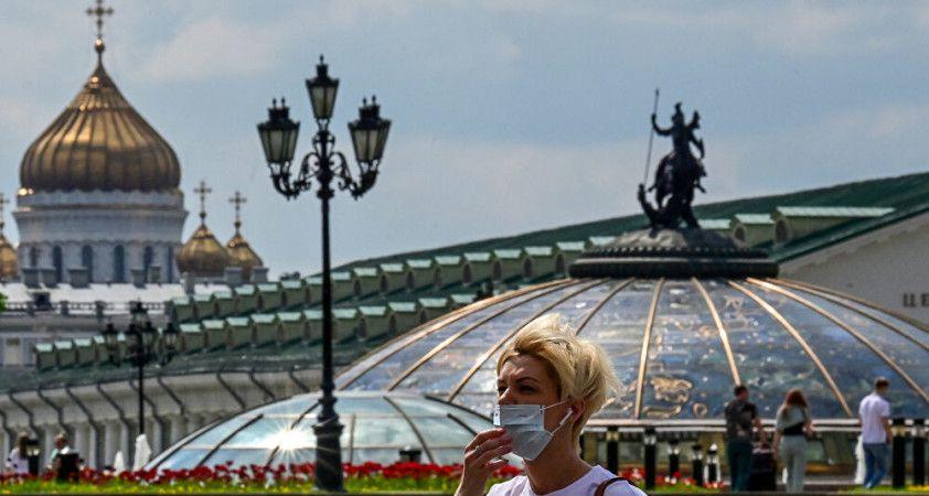 Peskov: Halkın yüzde 60'ını sonbahara kadar aşılama hedefine ulaşamayacağız