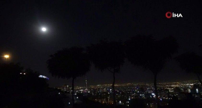 """Tahran'da """"Süper Ay"""" görsel şölen oluşturdu"""
