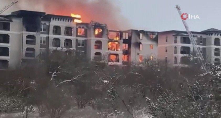 Texas'ta ısınmak için şömine yakanlar çıkan yangında öldü