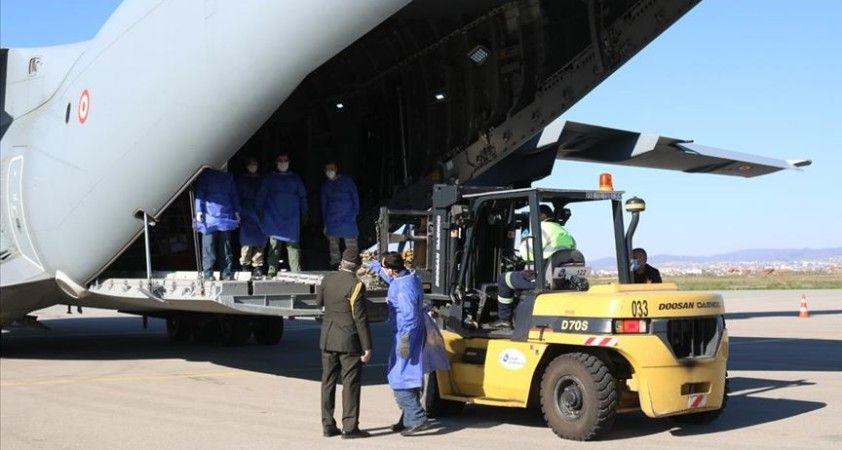 Türkiye'nin gönderdiği tıbbi yardım malzemeleri Kosova'ya ulaştı