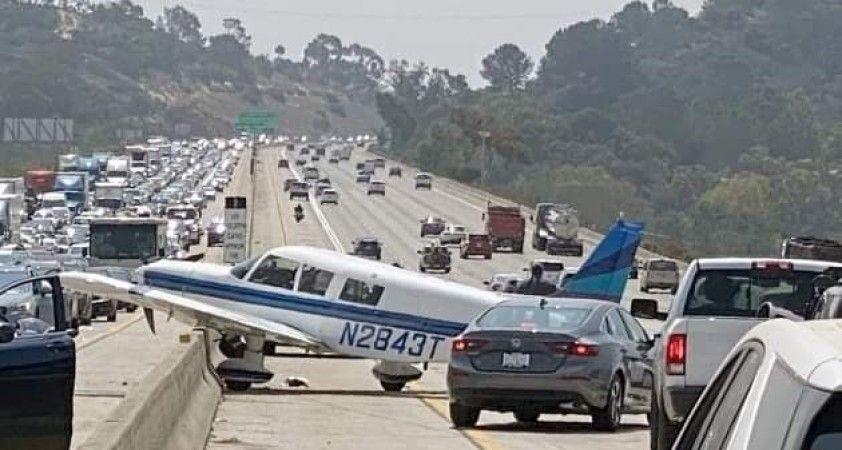 ABD'de küçük uçak otoyola acil iniş yaptı: 2 yaralı