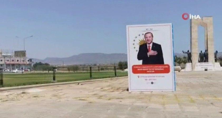KKTC'de sokaklar Erdoğan posterleriyle donatıldı
