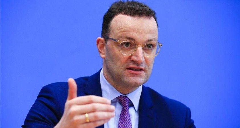 Almanya Sağlık Bakanı Spahn, Kovid-19 aşısına Noel'den önce onay beklediklerini söyledi