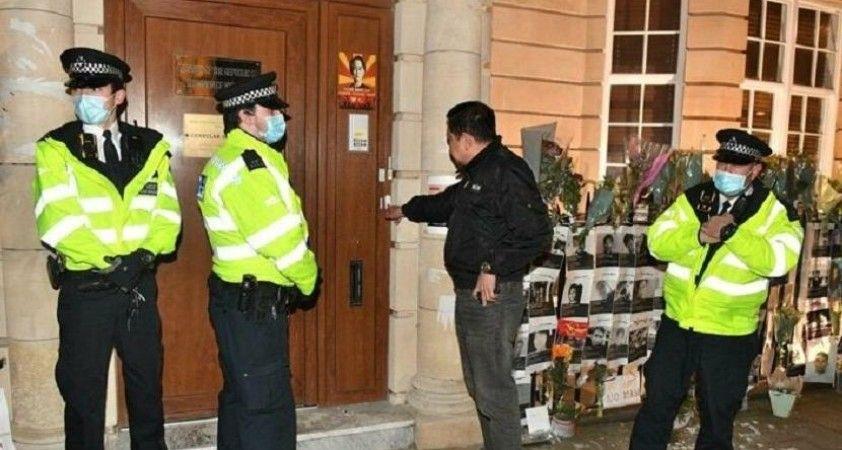 Myanmar'ın Londra Büyükelçisi Minn elçilik binasına alınmadı