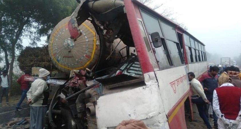 Hindistan'da gaz tankeri, yolcu otobüs ile çarpıştı: 7 ölü