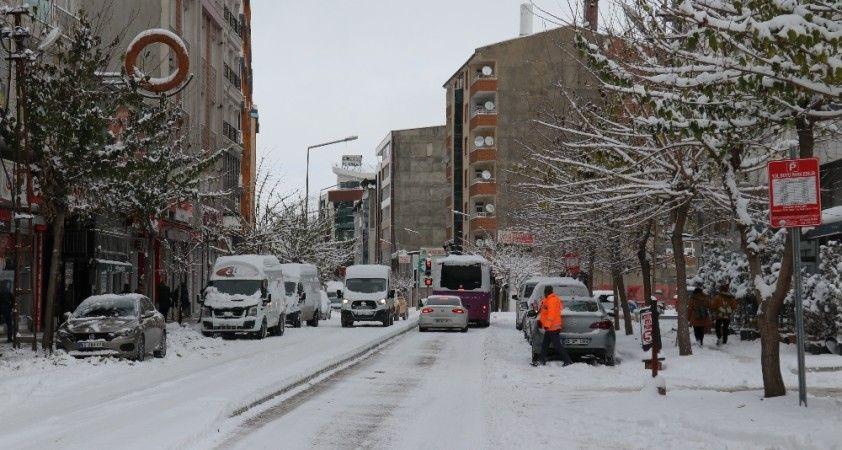 Van'da 3 aylık kar esareti başladı