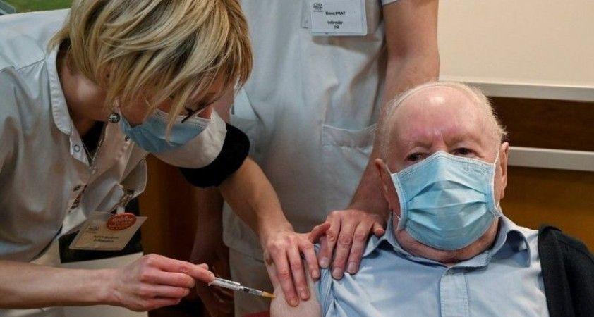 Fransa'da bir haftada sadece 516 kişiye koronavirüs aşısı yapılabildi