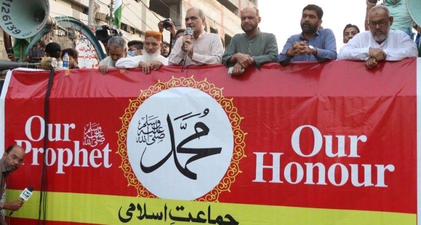 Pakistan'da Fransa karşıtı protesto