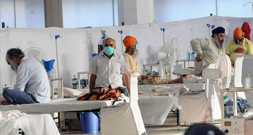 Hindistan'da son 24 saatte Kovid-19 nedeniyle ölenlerin sayısı 500'ün altına düştü