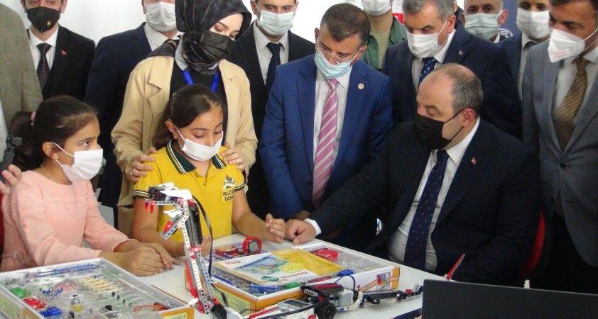 Bakan Varank açılışlarını yaptığı merkezleri ziyaret etti