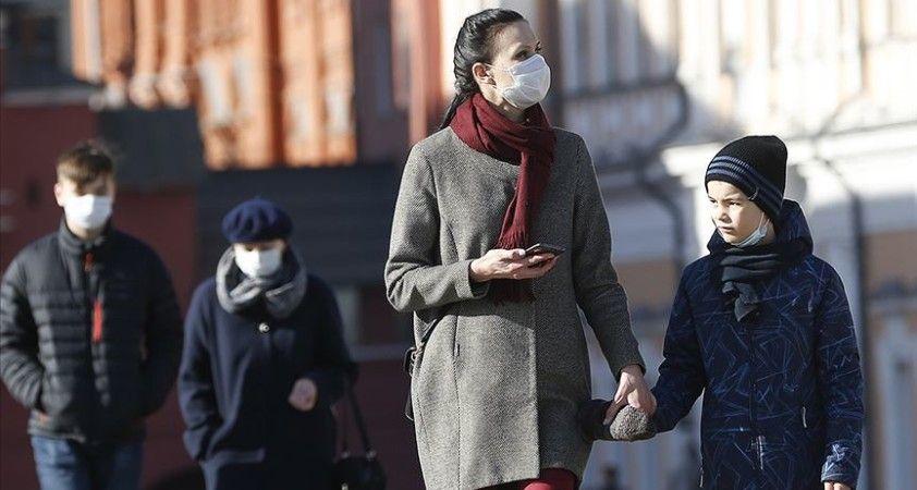 Rusya'da Kovid-19 yasaklarına rağmen sokaklar boşalmadı