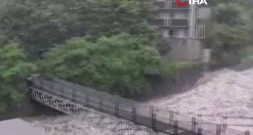 Japonya'yı vuran sel ve heyelanın bilançosu netleşiyor: 2 ölü