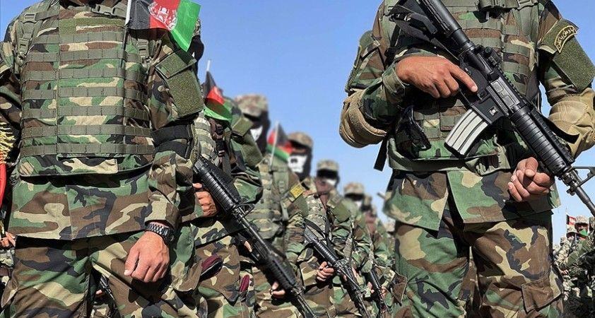 Taliban saldırısından kaçan binden fazla Afgan askeri Tacikistan'a sığındı