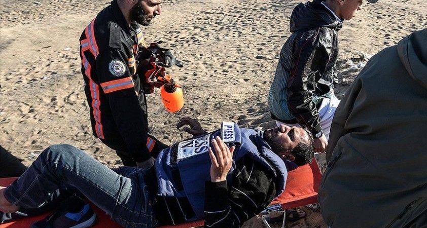 Filistinli gazeteciler İsrail'in kendilerini hedef alan saldırı ve ihlallerini protesto etti