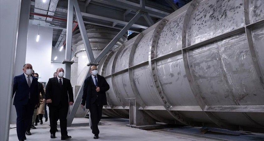 Bakan Varank, savunma sanayisine güç katacak İTÜ Kavitasyon Tüneli'ni inceledi