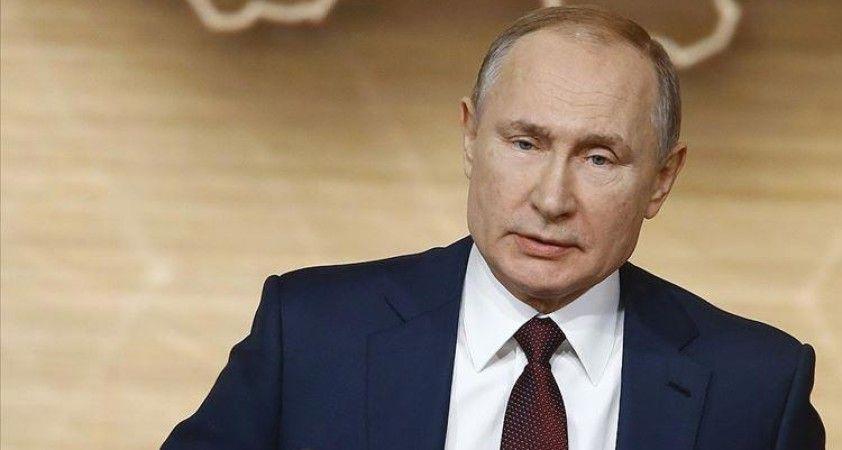 Öksürdüğü fark edilen Putin: 'Her şey yolunda'
