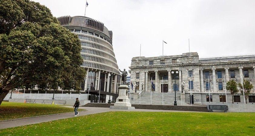 Yeni Zelanda'daki Kovid-19 yasakları uzatıldı