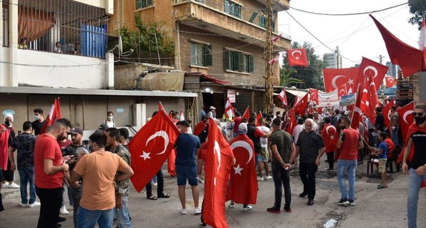 Lübnan'da Türkiye'ye destek gösterisi düzenlendi