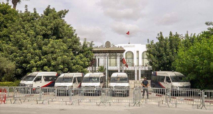 Tunus meclisi, Cumhurbaşkanı Said'in olağanüstü yetkileri elinde toplamasını reddetti