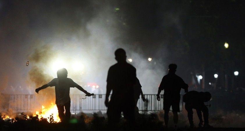 Tayland'da monarşi karşıtı protestocular polisle çatıştı