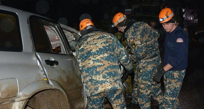 Dağlık Karabağ'da Rus Barış Gücü'ne ait askeri araç sivil araca çarptı: 2 ölü